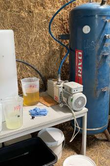 Zes aanhoudingen bij aangetroffen drugslab in manege in Vorstenbosch, lab 'vormde groot gevaar voor omgeving'