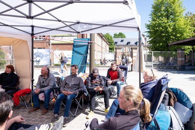 De kampeerders aan de poort van Pitzemburg in Mechelen.