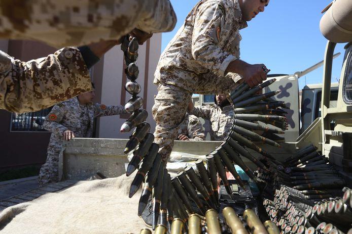 In Libië woedt al sinds 2011 een bloedige burgeroorlog. De regering in Tripoli heeft niet de macht over de rest van het land, daar maken lokale stammen de dienst uit.