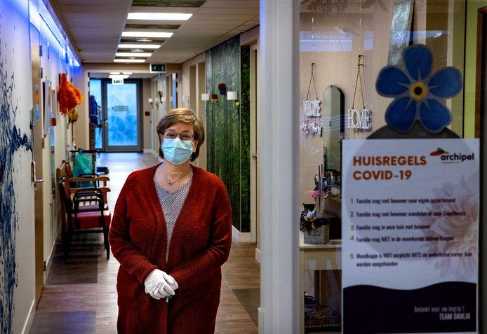 Anja van der Looij op  verpleeghuisafdeling Dahlia van Fleuriade Archipel; Voor het eerst niet meer helemaal in pak.