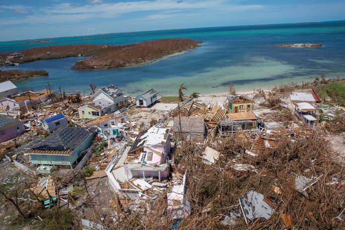 Les secours cherchent les victimes et les blessés sur les îles les plus touchées
