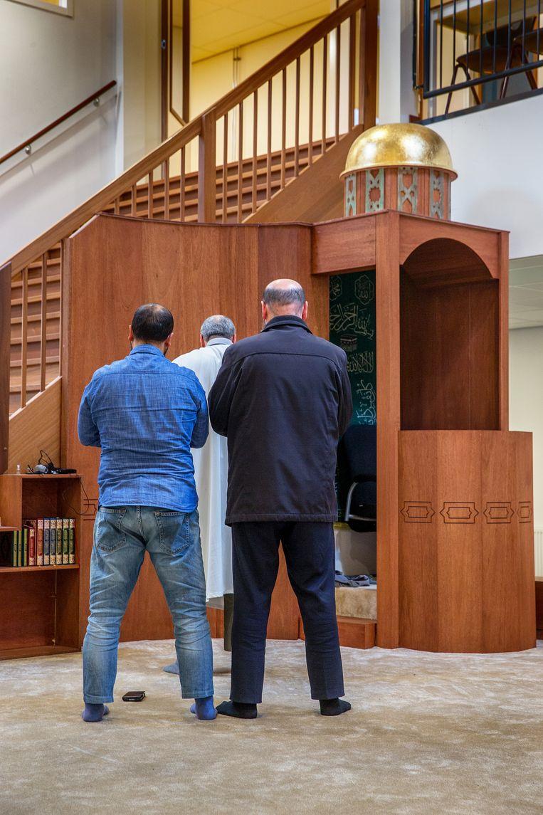 Leraren in de gebedsruimte van het Cornelius Haga Lyceum in Amsterdam. Beeld Jean-Pierre Jans