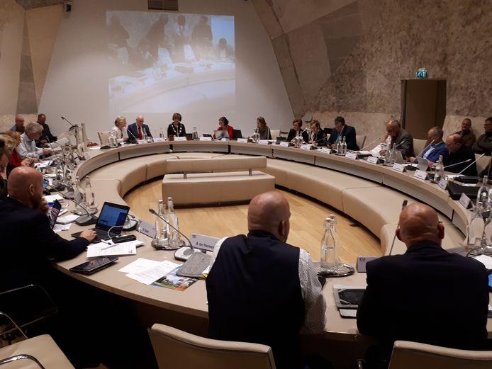 De Stichting Hulpfonds Hellendoorn hoopt dat de gemeenteraad op 5 november een streep zet door tenminste een deel van de opgelegde bezuinigingen.