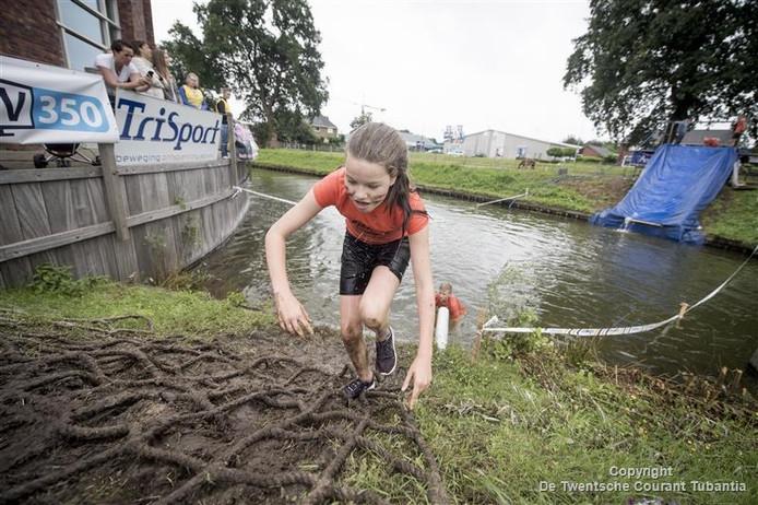 Afzien bij de Obstacle Run in Rijssen