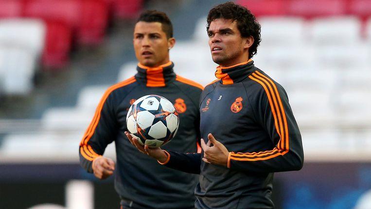 Ronaldo (L) en Pepe (R) op training