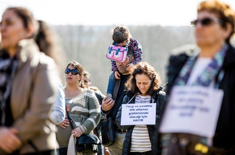 Een groep nee-stemmers op het Malieveld. Beeld Freek van den Bergh / de Volkskrant