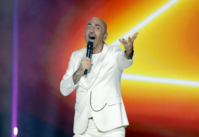 Serhat uit San Marino zingt zijn nummer Say Na Na Na.