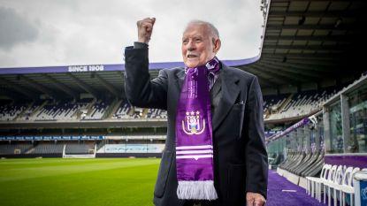 """Remi (96) supportert al 72 jaar voor Anderlecht: """"We gaan door het diepste dal sinds WOII. Gelukkig zit mijn hoofd vol schone herinneringen"""""""