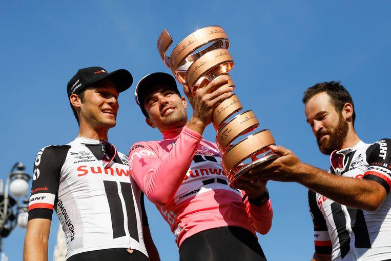 Dumoulin op het erepodium van de Giro d'Italia in 2017. Beeld ANP