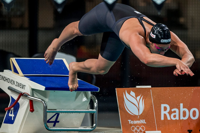 Ranomi Kromo- widjojo (27) krijgt op de Swim Cup in haar Eindhovense thuisbad energie van nieuwe dingen uitproberen. En van handtekeningen uitdelen.