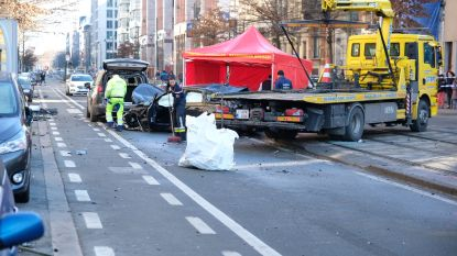 Audi knalt tegen omheining tramsporen: Fransman komt om