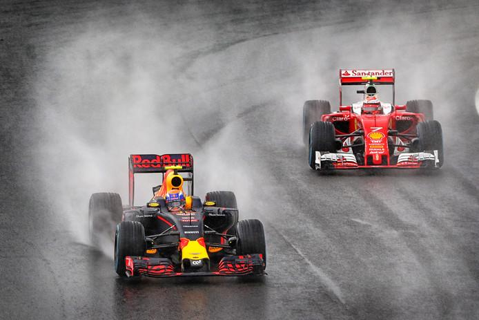 Max Verstappen en Kimi Raikkonen Grand Prix van Brazili 2016.