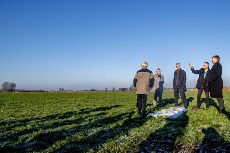 Koning Willem-Alexander tijdens het bezoek in december aan het natuurgebied Mooi Binnenveld. De koning bezocht het project in het kader van de Samen Doen #krachtvansamen, dat burgerinitiatieven stimuleert. Beeld ANP