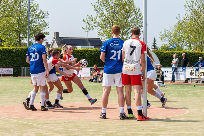 Willemijn Bouwens, jeugdinternational, breekt door in een duel van TOP met Avanti.