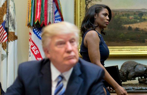 Trump noemt oud-medewerker Omarosa een 'hond' na boek waarin ze afrekent met de president
