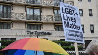 Honderden betogers zakken af naar Londens luxehotel uit protest tegen antihomowet in Brunei