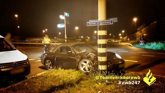 De Porsche na het ongeval in Breda.