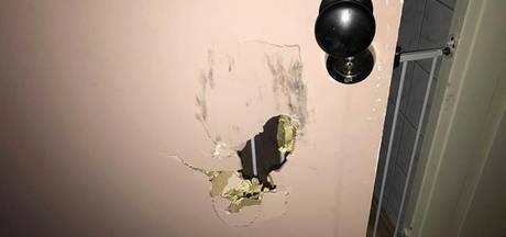Jongetje (2) sluit zichzelf op in woning Oldenzaal, politie forceert deur