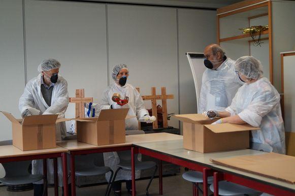 Het team van Kiwanis in actie donderdagvoormiddag in Wildenburg.