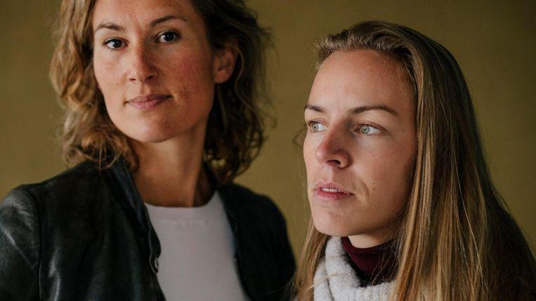 De door Nabil O. mishandelde Miriam (links) en Noortje.  Beeld Marc Driessen