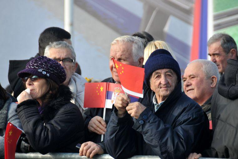 Serviërs bij de opening van de Pupin-brug over de Donau in Belgrado in 2014. Beeld Getty Images