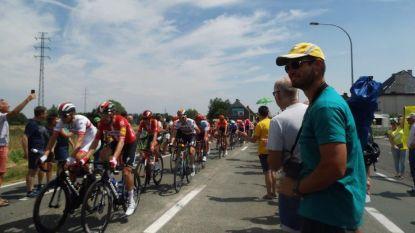 Laurens De Plus-supporters moedigen Ninoofse renner aan tijdens passage Tour langs ouderlijk huis