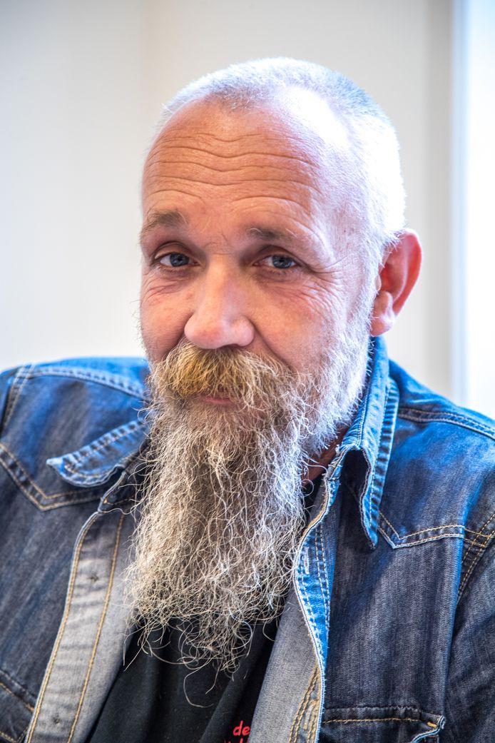 Rinus Beintema vervaardigt en verspreidt wietolie. Duizenden mensen hebben daar baat bij, zegt hij, maar justitie vervolgt hem nu.