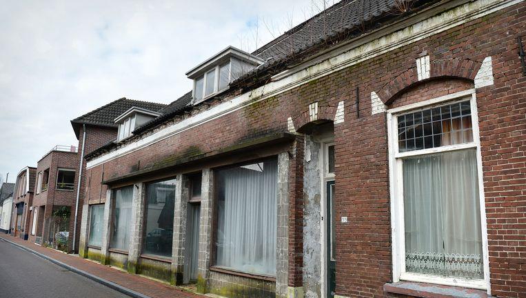 Leegstaande huizen in het centrum van Neede. Beeld Marcel van den Bergh / de Volkskrant