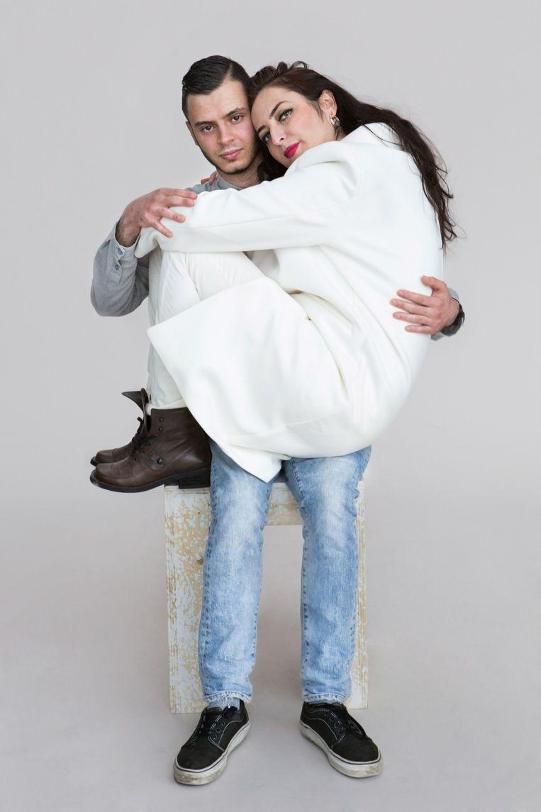 Ayse Eski (41) en haar neef Murat (23). Eski is Turks en lesbisch. Beeld Cigdem Yuksel
