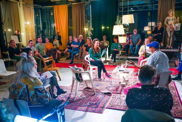 Theatergezelschap Stormkamer verkent in talkshow bijzonder gedrag