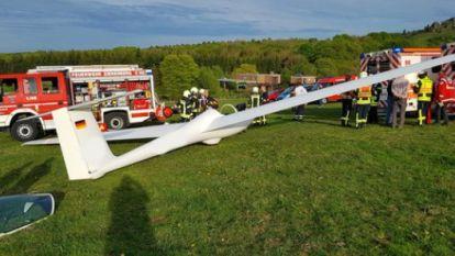Vliegtuigje crasht in Duitsland door jogger op de startbaan, die niets doorheeft door zijn oortjes