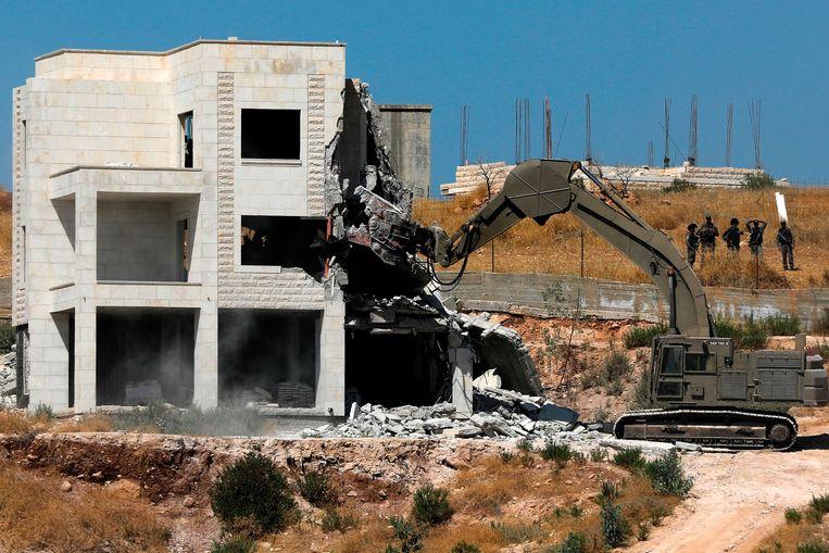 De sloopwerkzaamheden gebeuren in de wijk Sur Baher in bezet Oost-Jeruzalem.