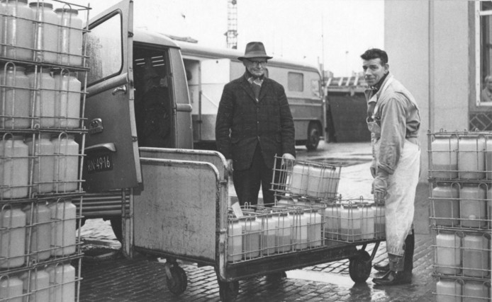Het ophalen van urine heeft in Oss een lange historie:  'Pismannekes' haalden met handkarren en bakfietsen aan huis de flessen met urine op voor destijds Organon, maar inmiddels Aspen.