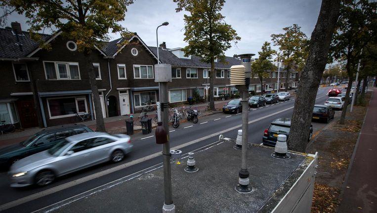 Een mobiel meetstation van het RIVM meet in Utrecht de luchtkwaliteit. Utrecht mag oude dieselpersonenwagens uit het centrum weren. Beeld ANP