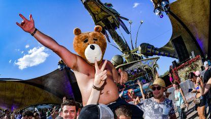 IN BEELD. Knettergekke outfits van festivalgangers doen alle hoofden draaien op laatste dag Tomorrowland