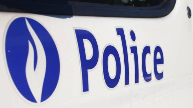 Automonteur neemt binnengebrachte politiecombi om alcohol te kopen in nachtwinkel