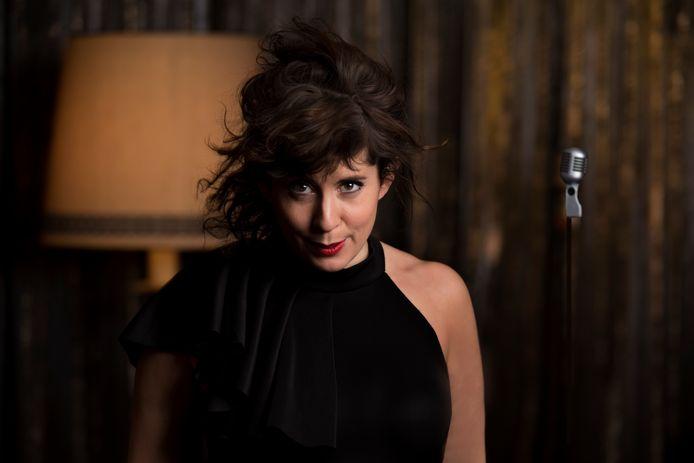 Dotona Alberti treedt op in de Jazz Night Express