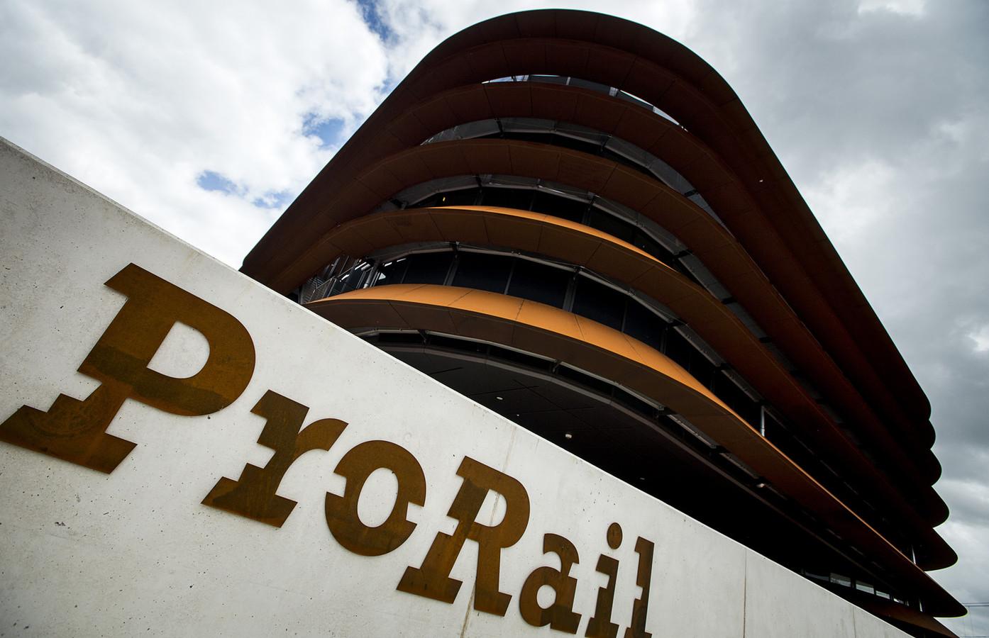 Exterieur van de verkeersleidingspost van ProRail in Utrecht.