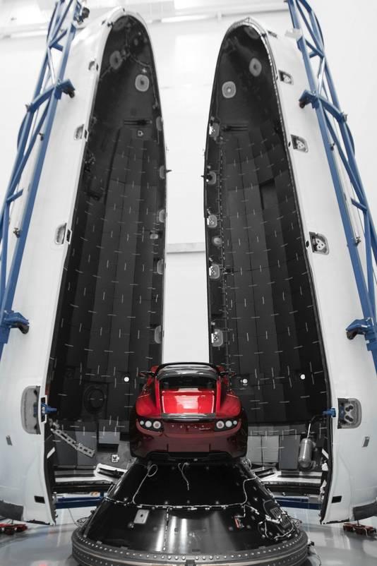 Musks auto zal met een Falcon Heavy de ruimte in worden gebracht en met een snelheid van 42.000 kilometer per uur de snelste auto ooit worden.