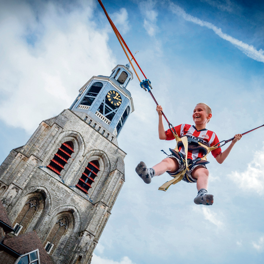 De Peperbus als achtergronddecor bij zomerse activiteiten op de Grote Markt. Maar de Gertrudiskerk zelf moet ook veel meer publiek gaan trekken, is de inzet van gemeente en andere gebruikers van de kerk.