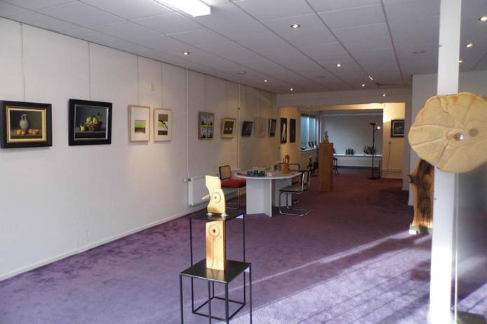 Een winkelpand aan de Dorpsstraat in Holten is omgetoverd tot tijdelijke expositieruimte.