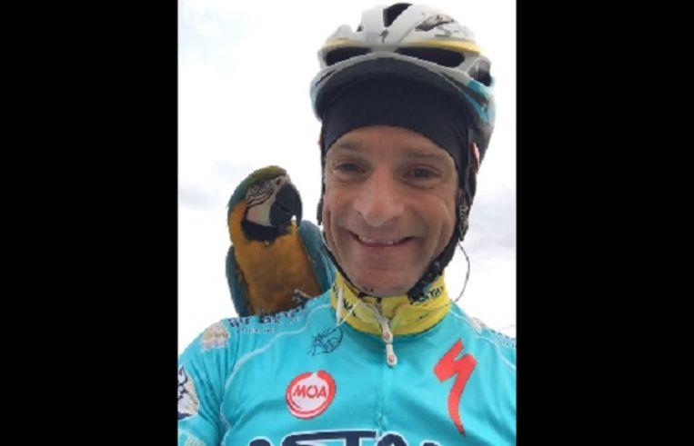 Scarponi en Frankje, zijn papegaai.