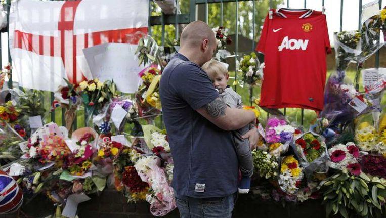 Bloemen in Woolwich ter nagedachtenis aan de vorige week vermoorde militair Lee Rigby. Beeld reuters