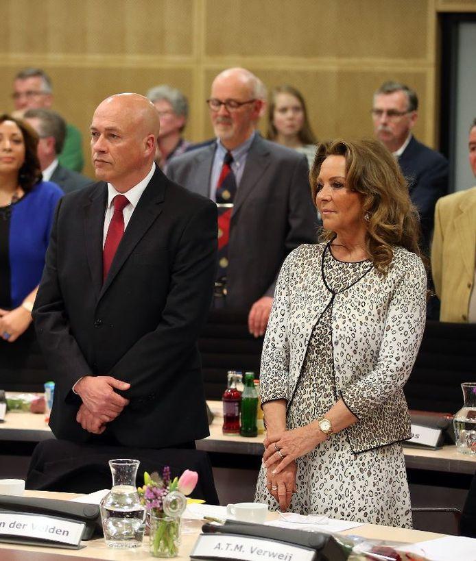 Peter van der Velden en Anita Verweij in betere tijden bij hun installatie in de raad.