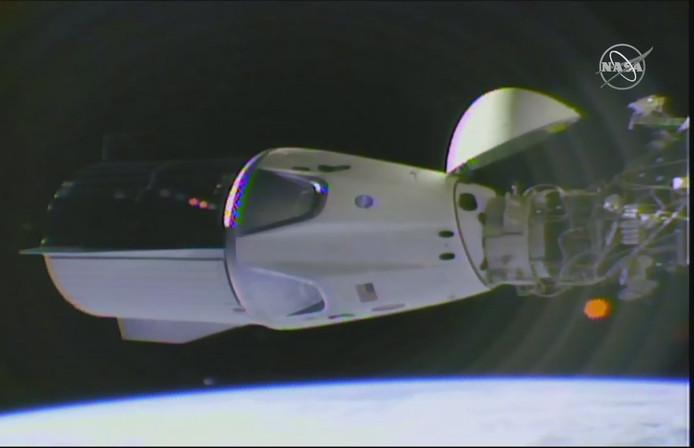 Crew Dragon is veilig aangekomen bij ruimtestation ISS.