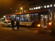 Syntus-bus en auto botsen in Amersfoort