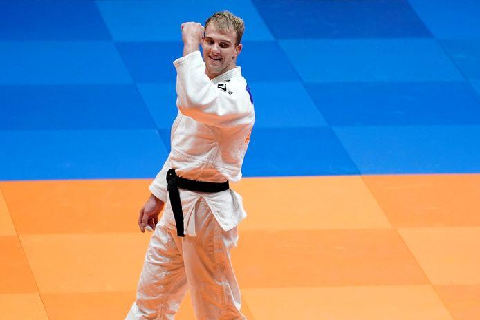 Jelle Snippe balt de vuist naar zijn zege in de finale van het NK judo in Almere.