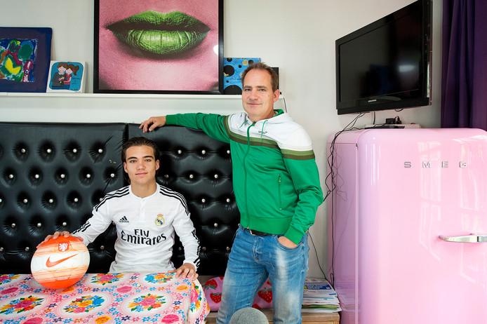 Mink Peeters met zijn vader Geert na zijn transfer als 16-jarige naar Real Madrid.