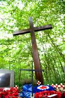Het kruis dat Rudi Balzer maakte op de plek waar hij het leven van Arthur Lee redde.