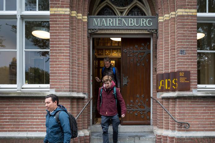Jads in het oude klooster Mariënburg.
